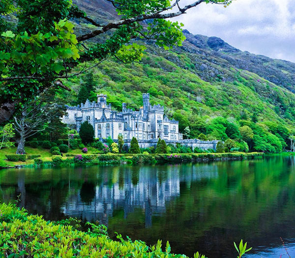 kylemore-abbey-sights-in-ireland