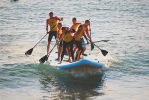 team-Paddle-boarding-in-Biarritz